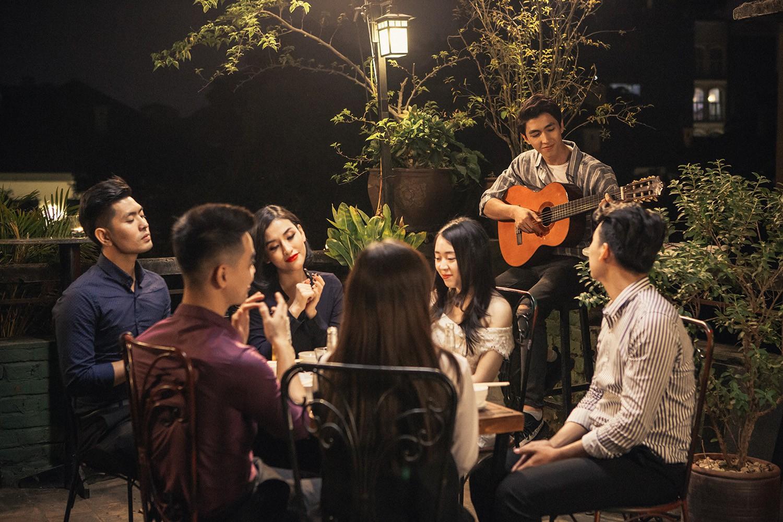 Quốc Thiên lần đầu bắt tay cùng Khắc Việt, tung bản ballad sầu não về tình yêu của cặp đôi đũa lệch - Ảnh 7.