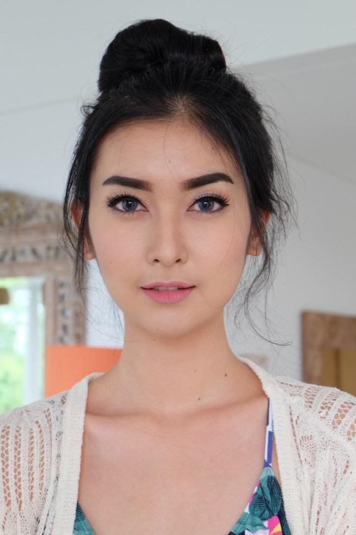 Nhan sắc xinh đẹp của đại diện Indonesia, cô gái đánh bại hơn 70 đối thủ vừa đăng quang Miss International 2017 - Ảnh 7.