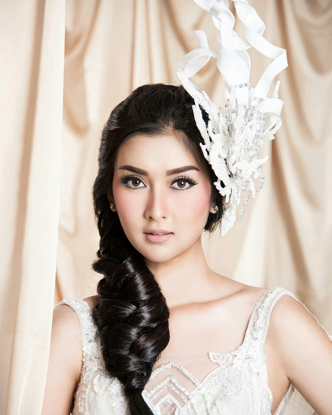 Nhan sắc xinh đẹp của đại diện Indonesia, cô gái đánh bại hơn 70 đối thủ vừa đăng quang Miss International 2017 - Ảnh 5.