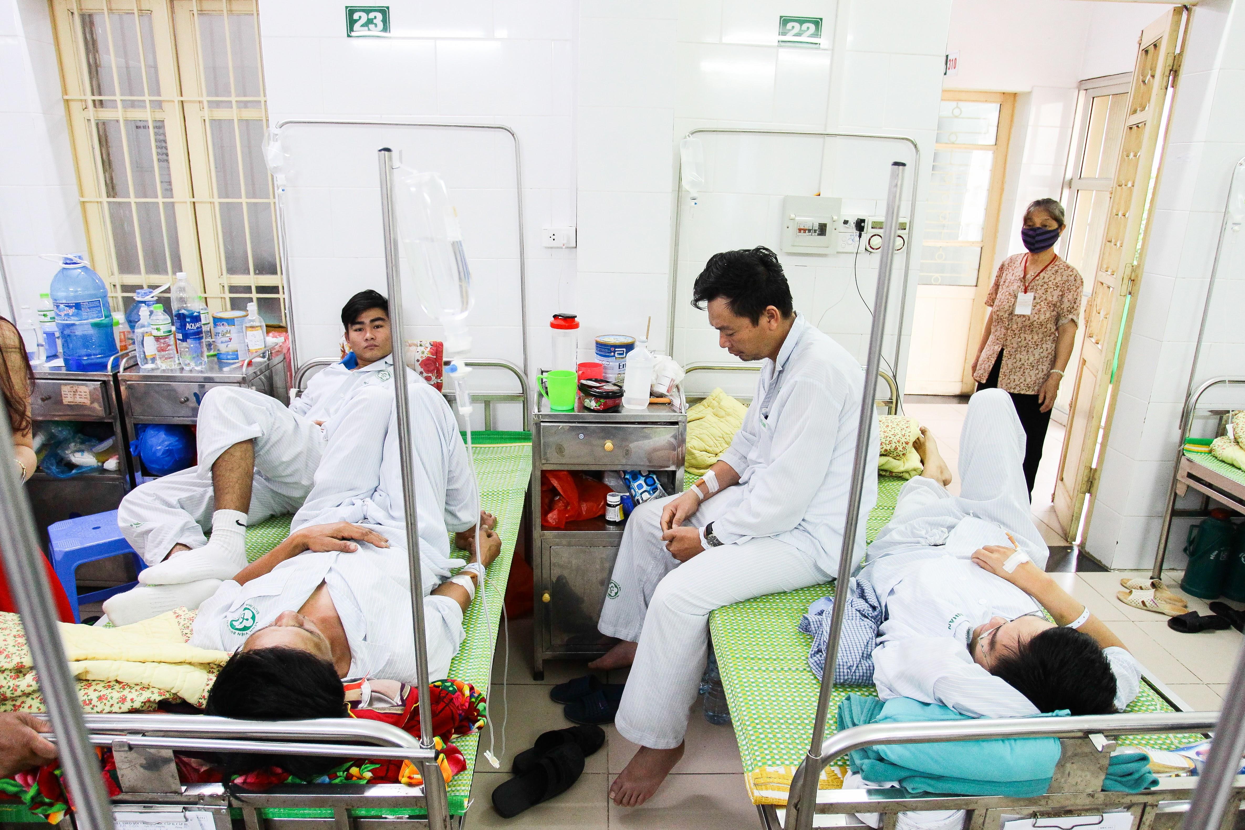 Hà Nội: Bệnh nhân sốt xuất huyết nằm la liệt ở bệnh viện Bạch Mai - Ảnh 3.