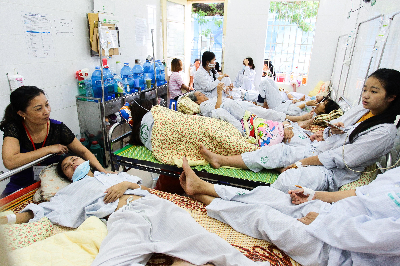 Hà Nội: Bệnh nhân sốt xuất huyết nằm la liệt ở bệnh viện Bạch Mai - Ảnh 9.