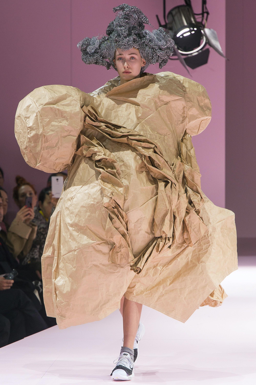 Kỳ lạ: Thiết kế mới nhất của Comme des Garçons giông giống sáng tạo của Đỗ Mạnh Cường - Ảnh 7.
