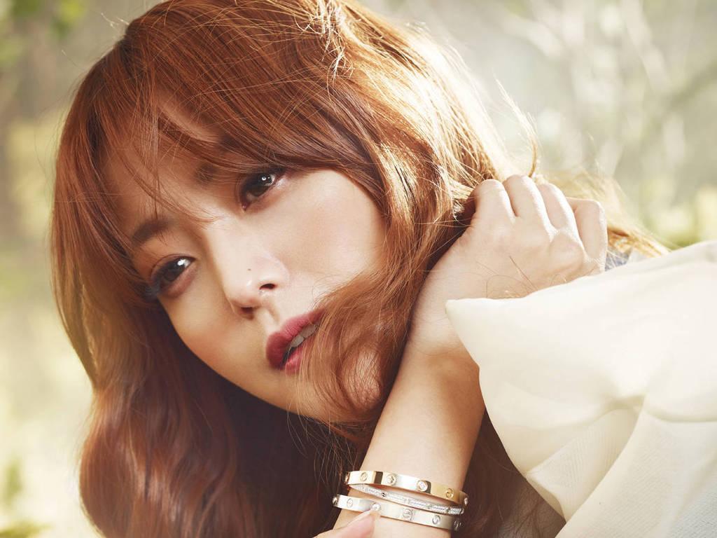 Tranh cãi việc Kim Hee Sun tự nhận mình đẹp hơn cả Kim Tae Hee và Jeon Ji Hyun - Ảnh 2.