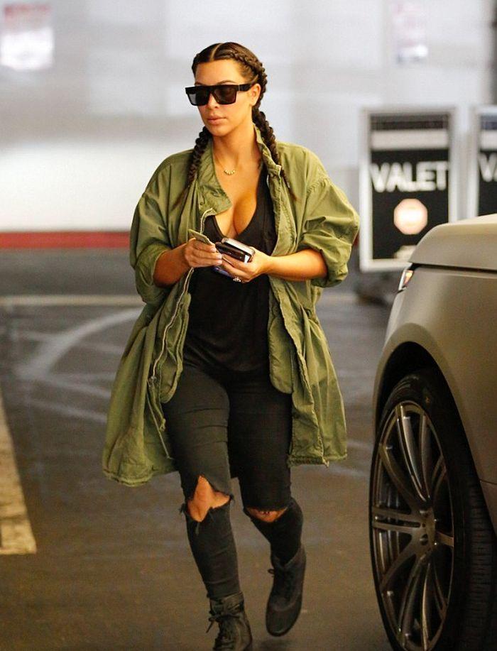 Kim Kardashian có cả một tủ những chiếc quần jeans trời hành - Ảnh 8.