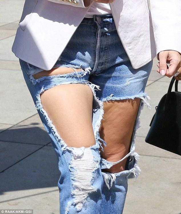 Kim Kardashian có cả một tủ những chiếc quần jeans trời hành - Ảnh 5.