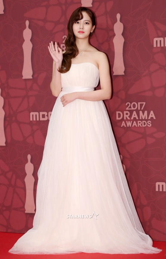 Thảm đỏ MBC Drama Awards hội tụ 30 sao khủng: Rắn độc Hyoyoung cúi người khoe ngực đồ sộ, chấp hết dàn mỹ nhân hạng A - Ảnh 8.