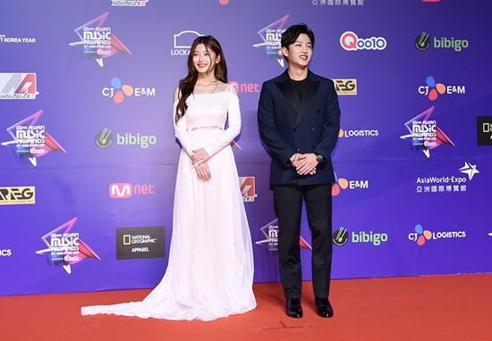 Cập nhật thảm đỏ MAMA Hồng Kông: Kim Yoo Jung chiếm trọn sự chú ý, em út Red Velvet hở bạo - Ảnh 5.