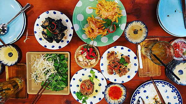 """3 quán bánh cuốn ngon """"nức nở"""" cho ngày mát trời tại Sài Gòn - Ảnh 1."""