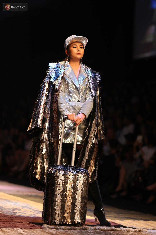 VIFW ngày 1: Kim Dung mở màn xuất sắc, vedette Thanh Hằng xuất hiện siêu chất trong show của Công Trí - Ảnh 9.