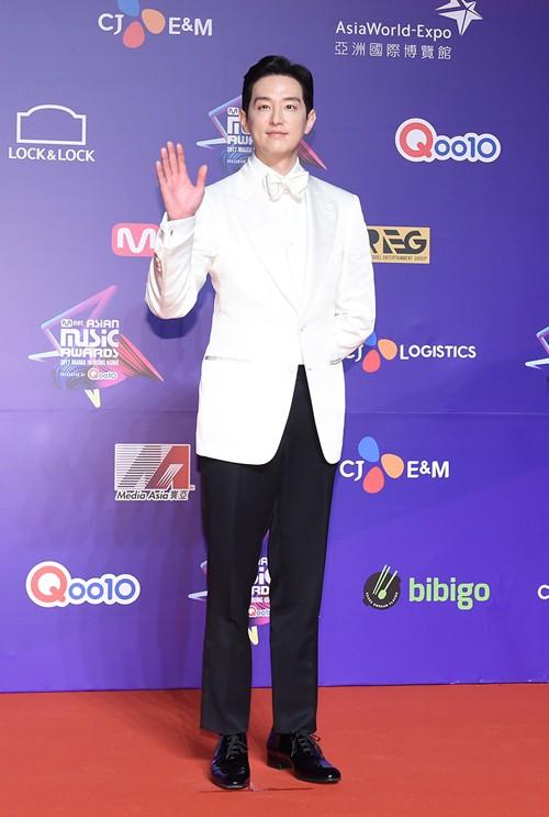 Cập nhật thảm đỏ MAMA Hồng Kông: Kim Yoo Jung chiếm trọn sự chú ý, em út Red Velvet hở bạo - Ảnh 19.