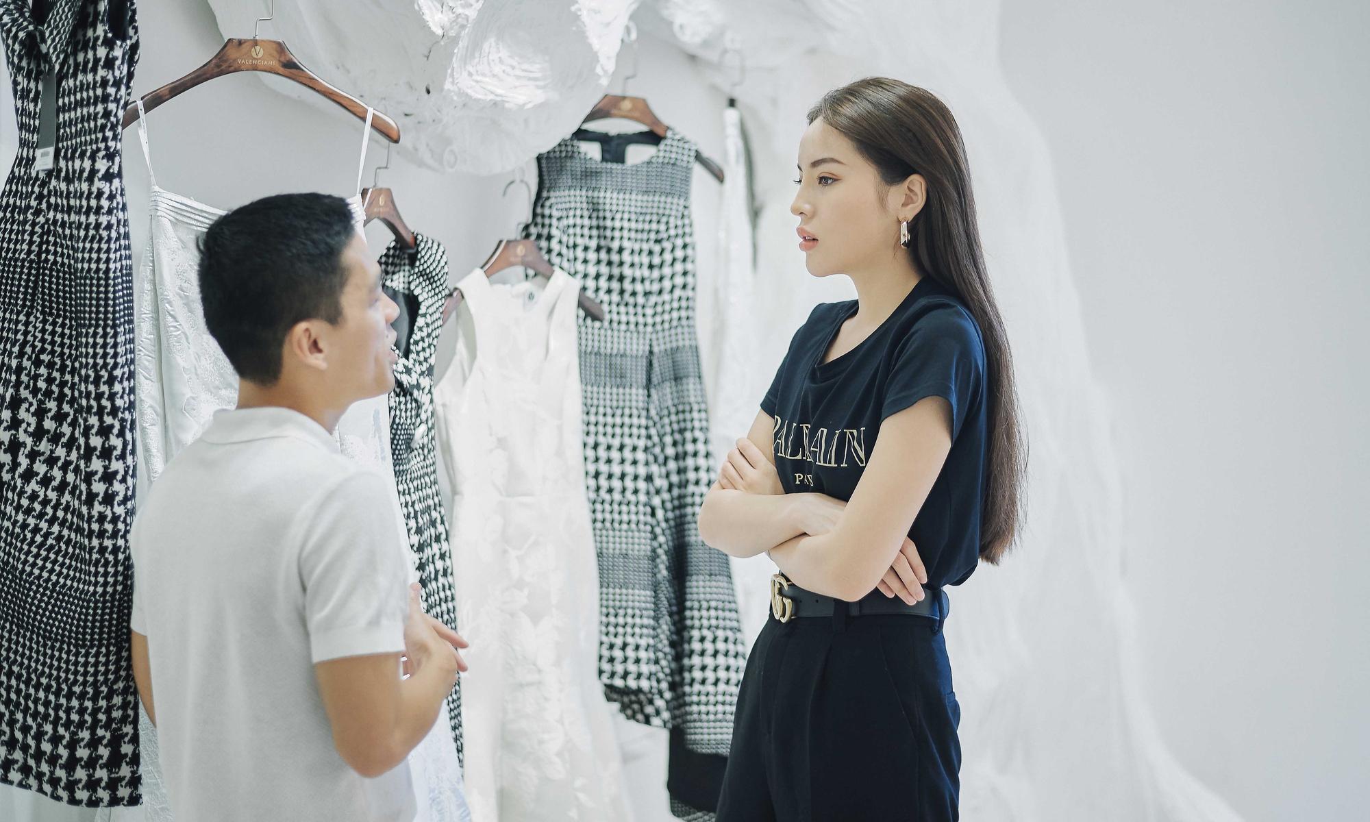 Kỳ Duyên ngày một ra dáng fashion icon, đọ sắc với Phạm Hương trong buổi thử đồ của NTK Adrian Anh Tuấn - Ảnh 6.