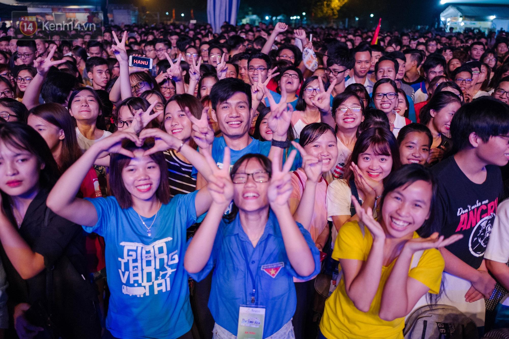 Giới trẻ Hà Nội bùng cháy với Nhạc hội Chào tân sinh viên 2017 không thể sôi động hơn - Ảnh 4.