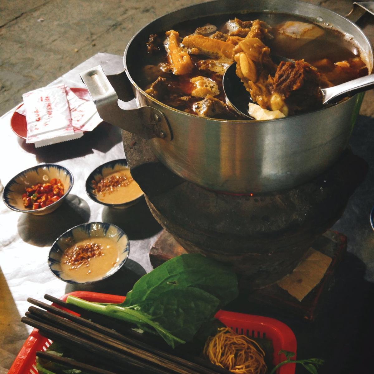 """Sài Gòn có 5 quán ăn chỉ nghe tên đã thấy """"rợn người"""" mà lúc nào cũng đông khách"""