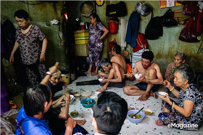 Tìm về những mảnh đời của người già bán vé số Sài Gòn: Nơi quê hương không ngọt - Ảnh 20.