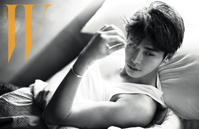 lee-jong-suk-poses-shirtless-on-bed-for-