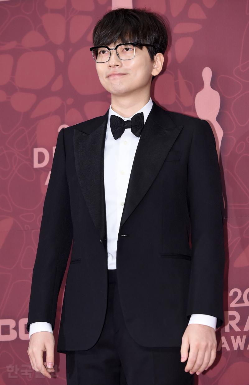Thảm đỏ MBC Drama Awards hội tụ 30 sao khủng: Rắn độc Hyoyoung cúi người khoe ngực đồ sộ, chấp hết dàn mỹ nhân hạng A - Ảnh 43.