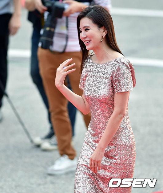 Thảm đỏ Korea Drama Awards: Hoa hậu Hàn đẹp nhất thế giới đẹp xuất sắc, nữ idol bỗng bật lên vì quá xinh - Ảnh 16.