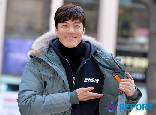 Nam diễn viên Lee Jae Yoon tươi tắn