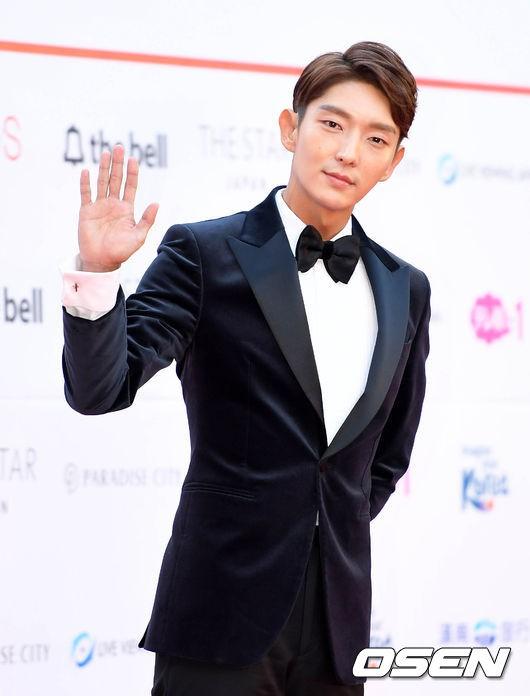Asia Artist Awards bê cả showbiz lên thảm đỏ: Yoona, Suzy lép vế trước Park Min Young, hơn 100 sao Hàn lộng lẫy đổ bộ - Ảnh 49.