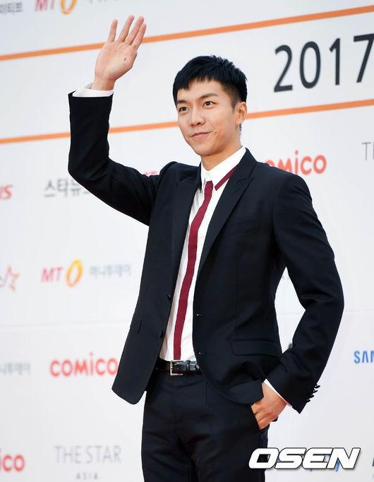 Asia Artist Awards bê cả showbiz lên thảm đỏ: Yoona, Suzy lép vế trước Park Min Young, hơn 100 sao Hàn lộng lẫy đổ bộ - Ảnh 48.