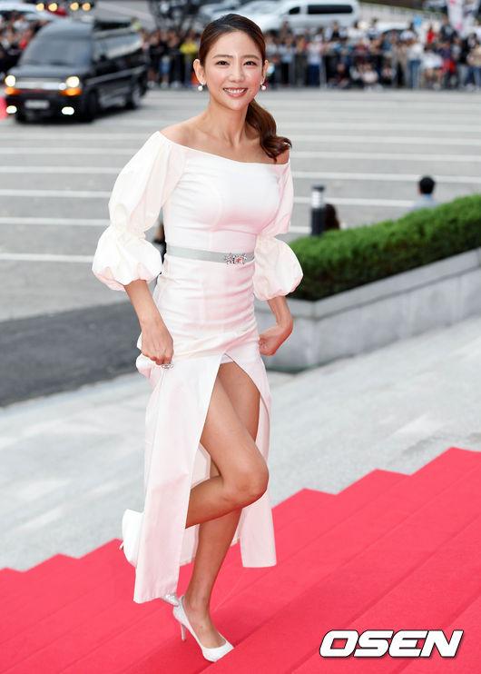 Thảm đỏ Korea Drama Awards: Hoa hậu Hàn đẹp nhất thế giới đẹp xuất sắc, nữ idol bỗng bật lên vì quá xinh - Ảnh 14.