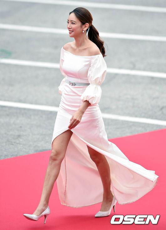 Thảm đỏ Korea Drama Awards: Hoa hậu Hàn đẹp nhất thế giới đẹp xuất sắc, nữ idol bỗng bật lên vì quá xinh - Ảnh 13.