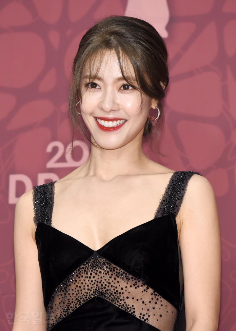 Thảm đỏ MBC Drama Awards hội tụ 30 sao khủng: Rắn độc Hyoyoung cúi người khoe ngực đồ sộ, chấp hết dàn mỹ nhân hạng A - Ảnh 35.