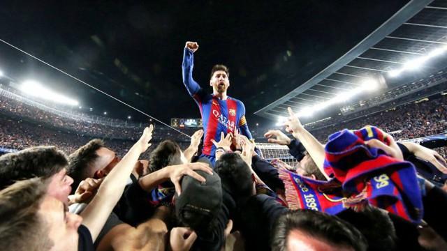 Barca sẽ bán tên sân Camp Nou để lót tay Messi gia hạn hợp đồng - Ảnh 2.