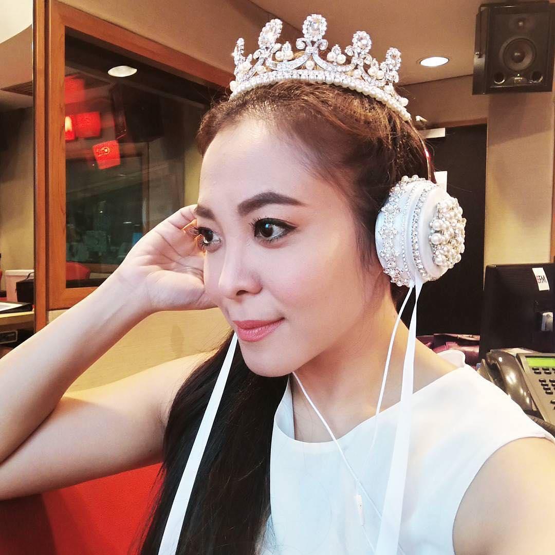 Tai nghe gắn vương miện lấp lánh biến bạn thành một DJ hoàng gia mỗi khi nghe nhạc - Ảnh 3.