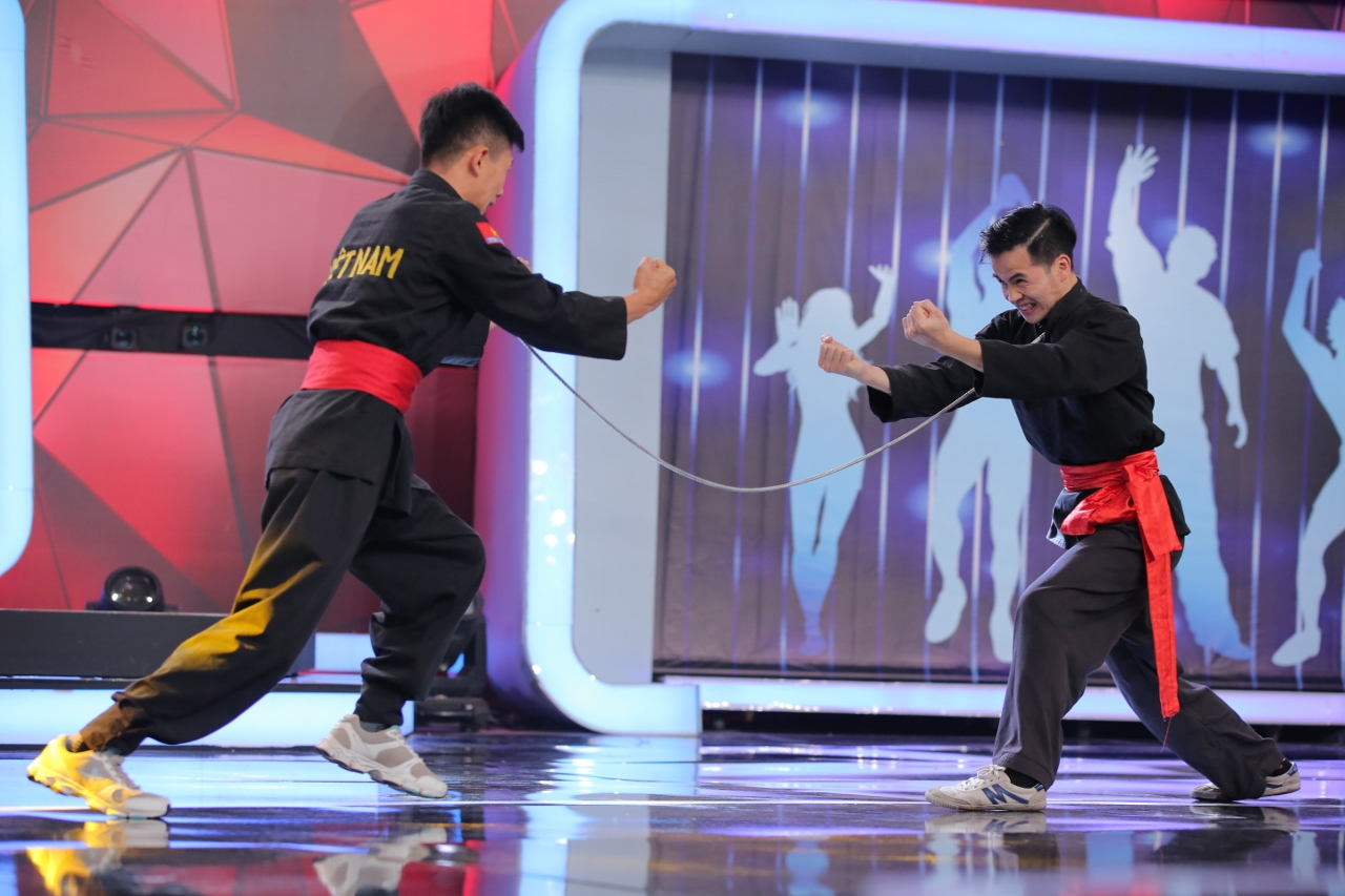 Võ Cảnh đọ võ với Trấn Thành, Angela Phương Trinh ôm mặt vì người bí ẩn - Ảnh 6.