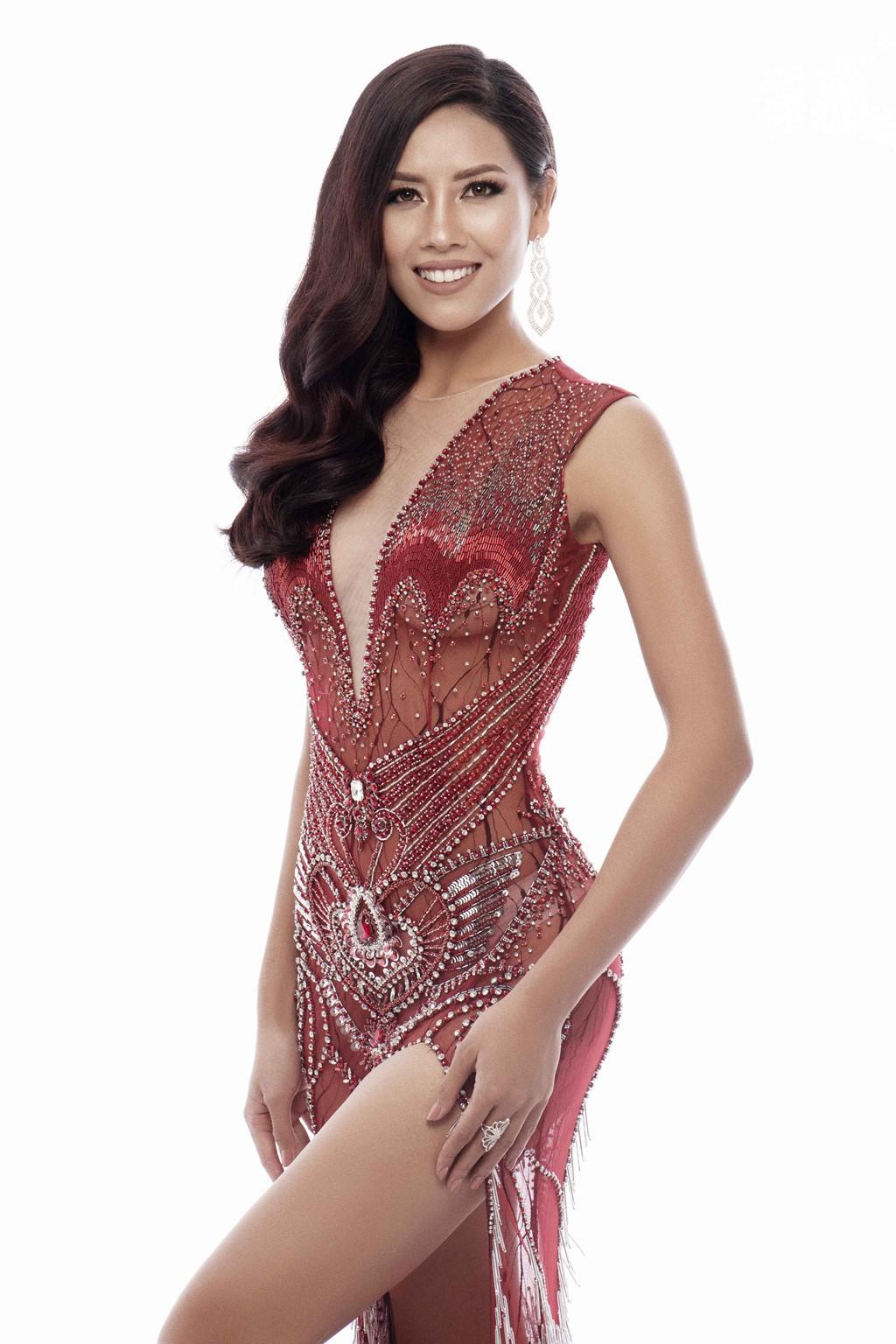 Nguyễn Thị Loan khoe trọn vóc dáng nóng bỏng trong trang phục dạ hội xuyên thấu tại Miss Universe - Ảnh 3.