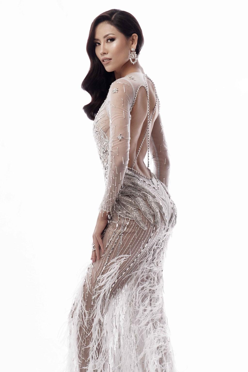 Nguyễn Thị Loan khoe trọn vóc dáng nóng bỏng trong trang phục dạ hội xuyên thấu tại Miss Universe - Ảnh 5.