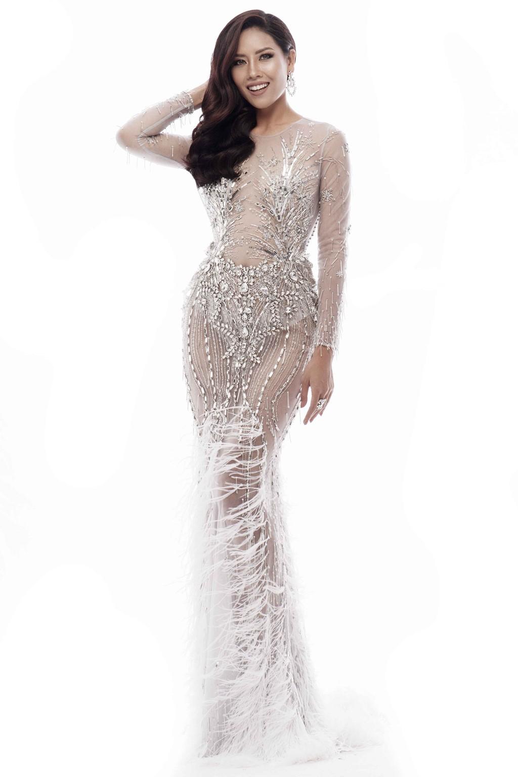 Nguyễn Thị Loan khoe trọn vóc dáng nóng bỏng trong trang phục dạ hội xuyên thấu tại Miss Universe - Ảnh 6.