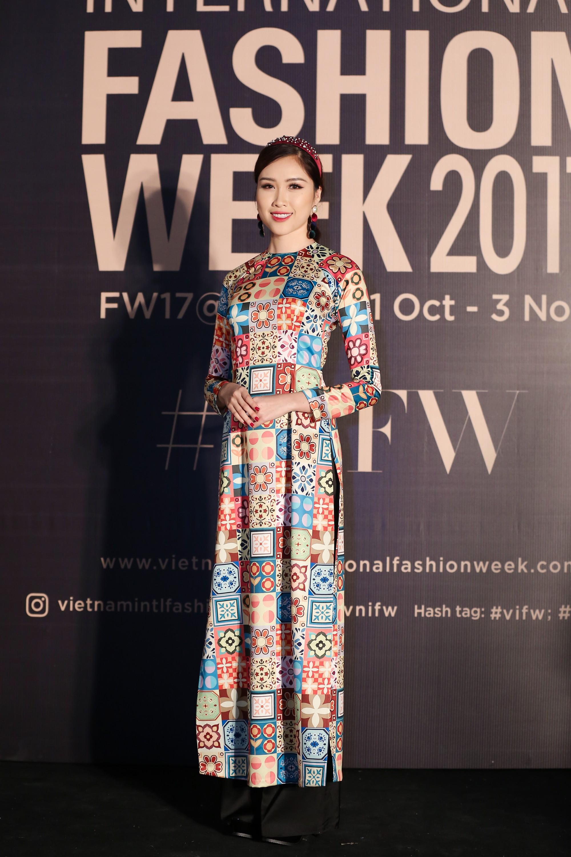 Thảm đỏ VIFW ngày 2: Giữa một dàn hot girl áo dài Quỳnh Anh Shyn, Salim... bỗng xuất hiện Linh Ka mặc váy trắng công chúa - Ảnh 9.