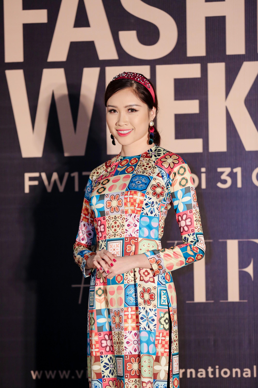 Thảm đỏ VIFW ngày 2: Giữa một dàn hot girl áo dài Quỳnh Anh Shyn, Salim... bỗng xuất hiện Linh Ka mặc váy trắng công chúa - Ảnh 10.