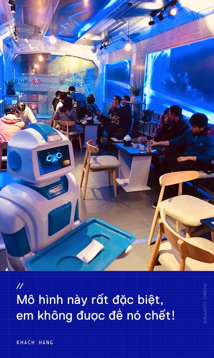 Chàng trai 8X mở quán cafe robot độc đáo ngay giữa Hà Nội - Ảnh 2.