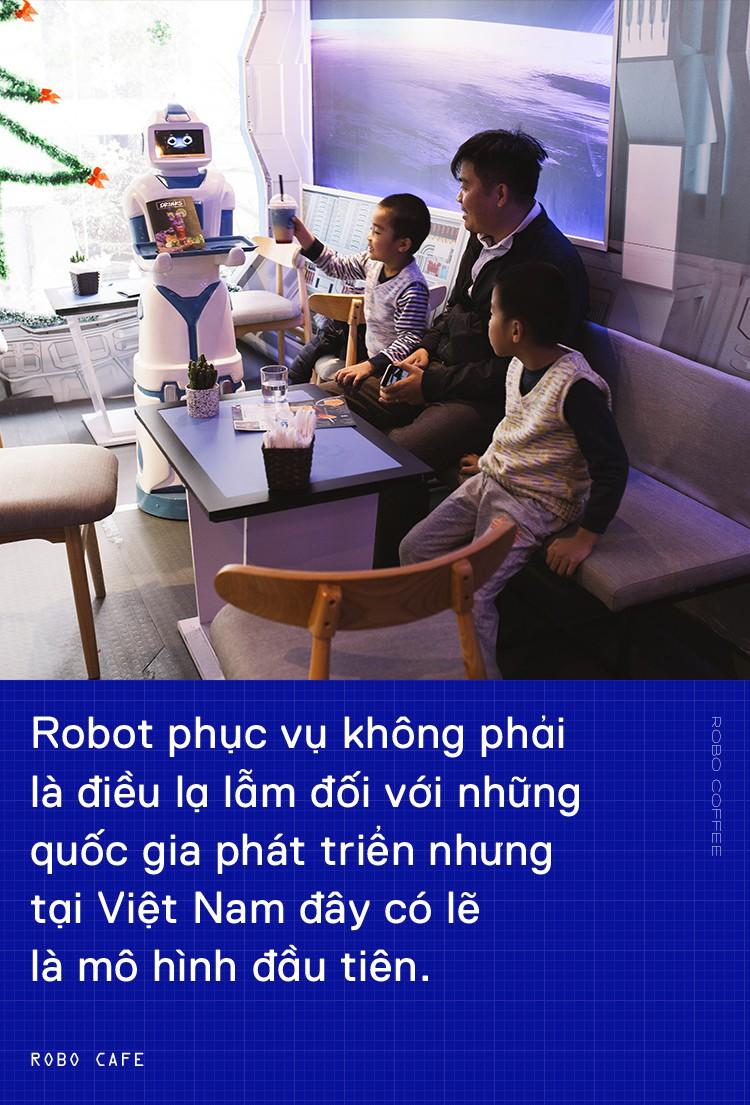 Chàng trai 8X mở quán cafe robot độc đáo ngay giữa Hà Nội - Ảnh 5.
