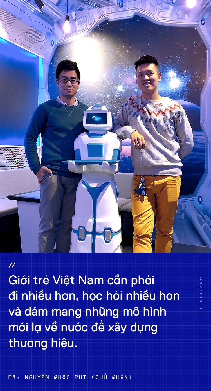 Chàng trai 8X mở quán cafe robot độc đáo ngay giữa Hà Nội - Ảnh 9.