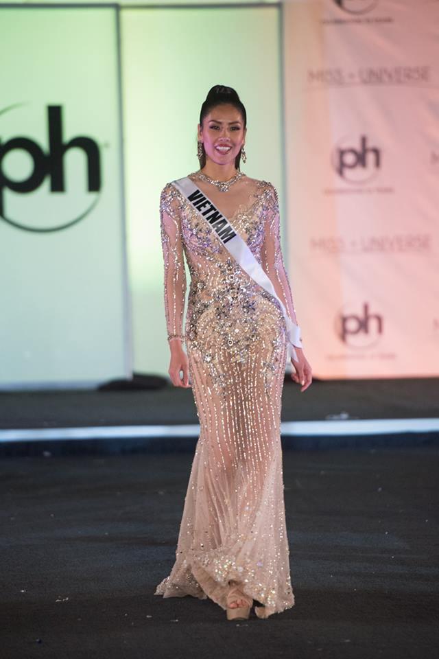 Trượt Top 16 Hoa hậu Hoàn vũ, nhưng may sao Nguyễn Thị Loan cũng không vào Top đầm dạ hội xấu nhất - Ảnh 10.