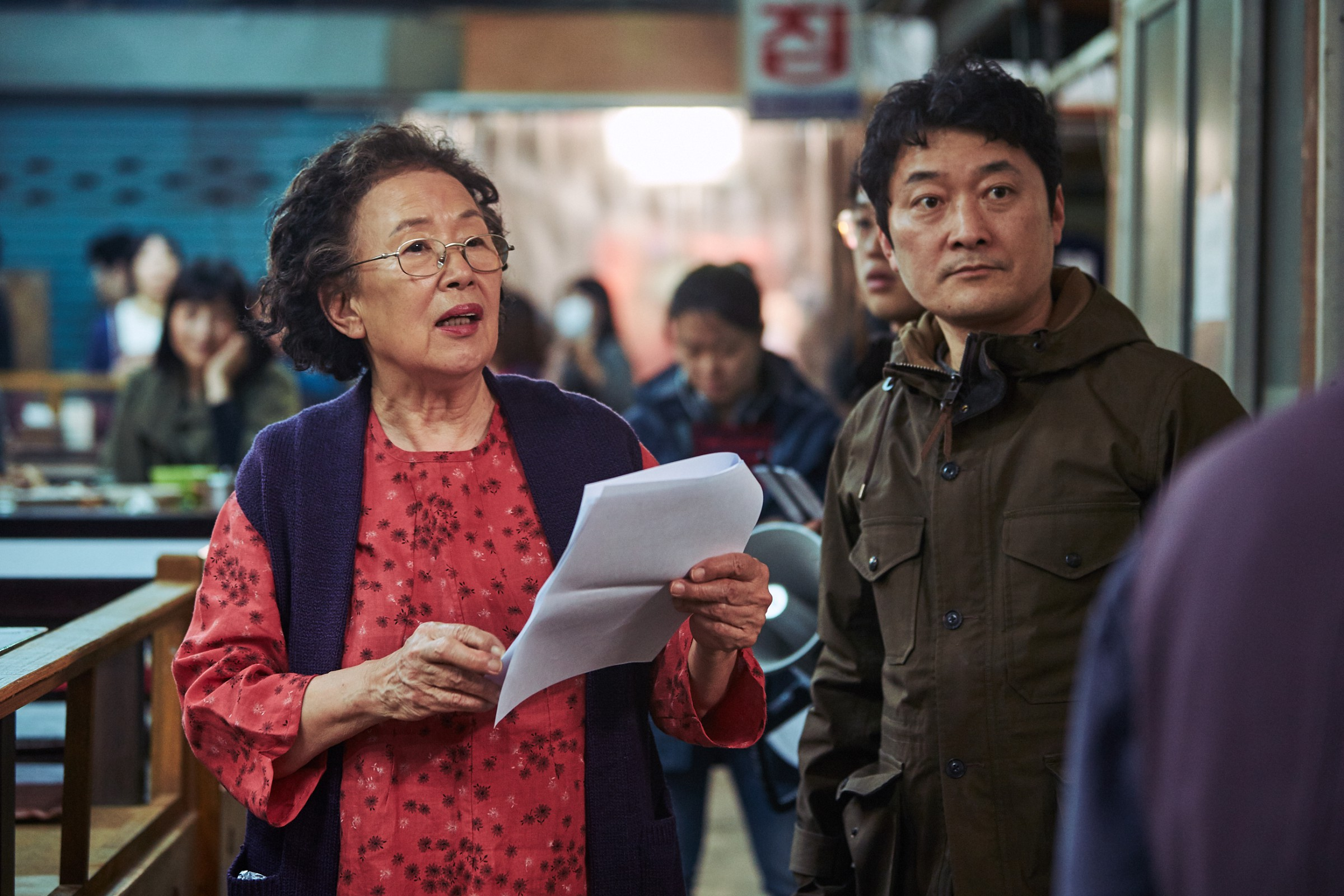 I Can Speak: Ngỡ phim trong nhà ngoài phố, không ngờ là một bài diễn văn chính trị xứ Hàn! - Ảnh 9.