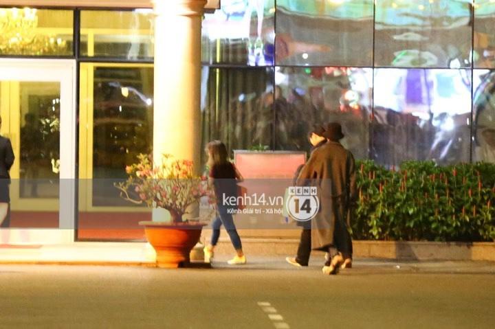 Hình ảnh đối lập: Kết thúc MAMA, Samuel khí thế vẫy tay chào fan Việt, Wanna One ngủ say mặc kệ người hâm mộ - Ảnh 8.
