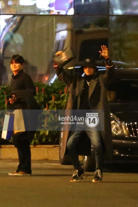 Hình ảnh đối lập: Kết thúc MAMA, Samuel khí thế vẫy tay chào fan Việt, Wanna One ngủ say mặc kệ người hâm mộ - Ảnh 6.