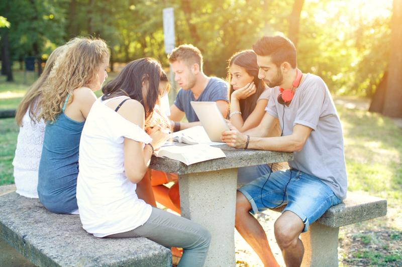 Tìm một người bạn học cùng, kết quả đạt được sẽ khiến bạn bất ngờ - Ảnh 2.