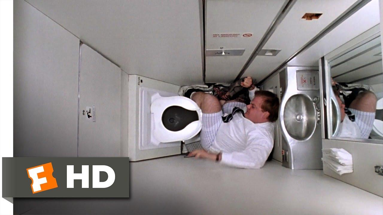 Cẩn thận bị phạt rất nặng nếu bạn làm điều này khi đang ở trên máy bay - Ảnh 2.