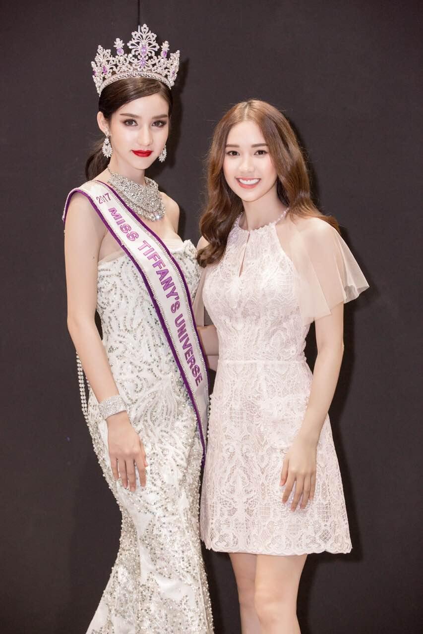 Chân dài thay thế Ngọc Trinh tươi tắn, tự tin đọ sắc với Hoa hậu chuyển giới Thái Lan - Ảnh 2.