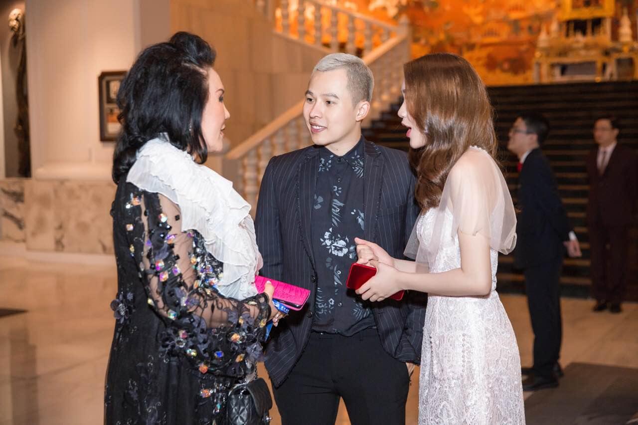Chân dài thay thế Ngọc Trinh tươi tắn, tự tin đọ sắc với Hoa hậu chuyển giới Thái Lan - Ảnh 5.