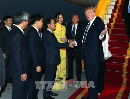 Đã tìm thấy nữ sinh xinh đẹp tặng hoa cho Tổng thống Mỹ Donald Trump - Ảnh 1.