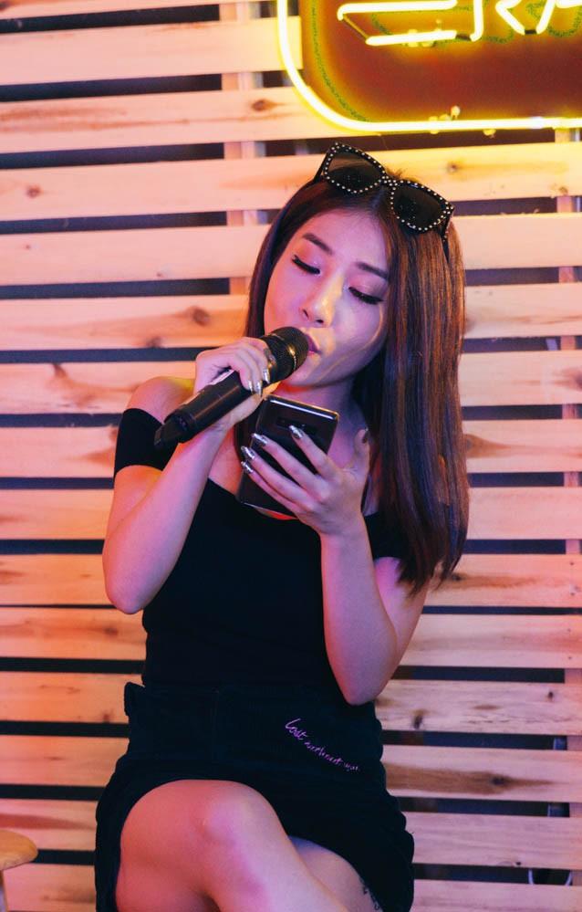 Hằng BingBoong hát lại Thu Cuối sau 6 năm, chia sẻ về việc đi theo con đường hát nhạc xưa - Ảnh 10.