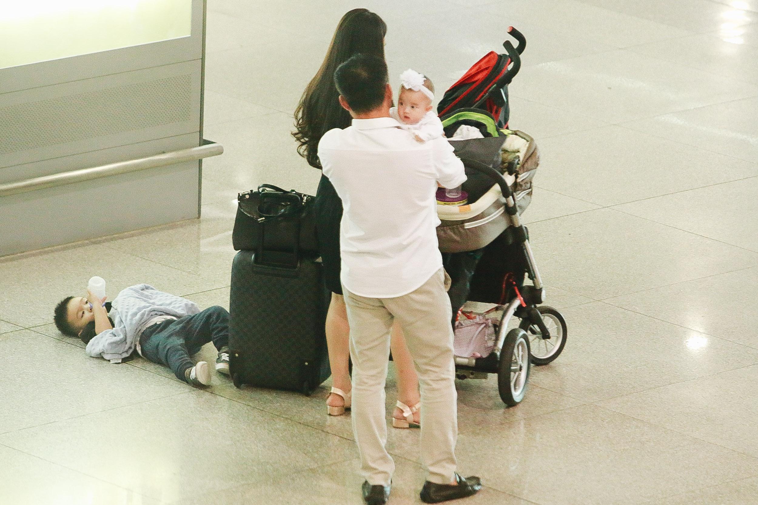 Vy Oanh lần đầu công khai lộ diện với ông xã, cả gia đình cùng trở về từ Mỹ thăm mẹ ốm nặng - Ảnh 5.