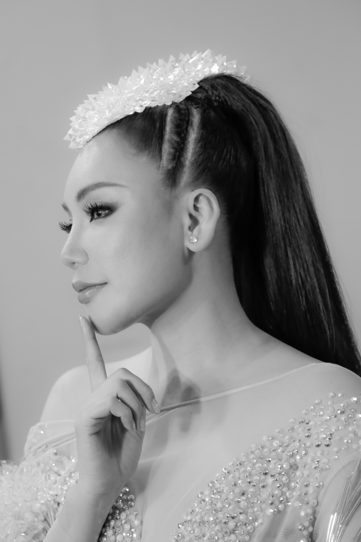 Hồ Quỳnh Hương diện jumpsuit xuyên thấu, tự tin khoe vũ đạo sau rất lâu tạm xa dòng nhạc Dance - Ảnh 11.